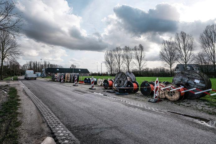 Uitrol van glasvezel aan de Slenterweg in Ooy.