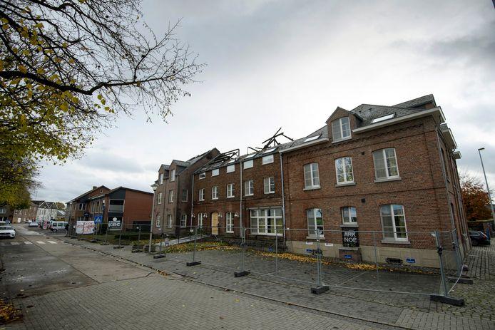 Het opvangcentrum in Bilzen dat in brand werd gestoken.