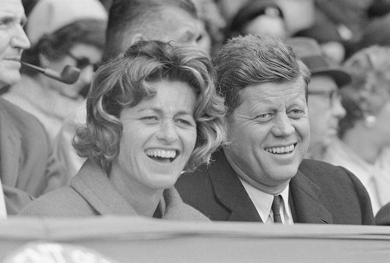 'Als mensen geloven dat JFK vermoord is door de CIA: zo'n groot effect op jouw leven heeft dat niet,' zegt politicoloog André Krouwel (VU Amsterdam). 'Maar hier zien we een direct gevaar voor de volksgezondheid.' Beeld AP