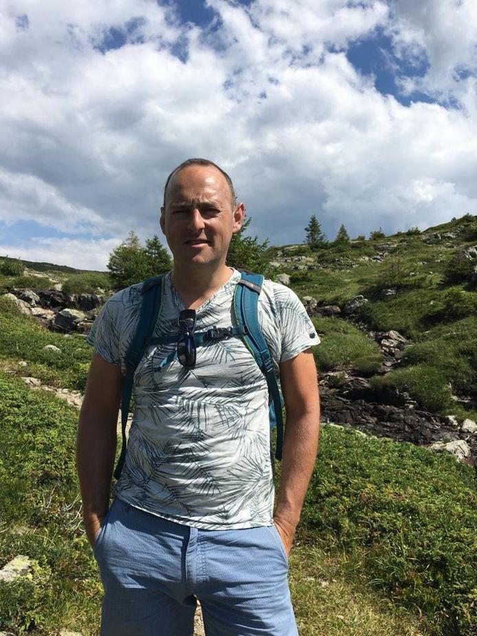 Alain de Jong begint op eerste kerstdag aan zijn wandeltocht, op 1 januari hoopt hij na 200 kilometer lopen aan te komen in Heerenveen, waar zijn zieke schoonzus woont.