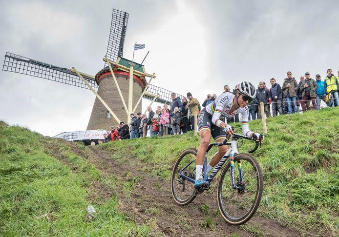 Wereldkampioene Ceylin del Carmen Alvarado won in februari de laatste editie van de Vestingcross in Hulst.