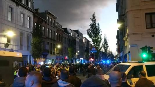 Politieaanwezigheid na vechtpartij in Brederodestraat in Antwerpen