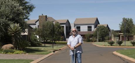 Arnhemmer Gerard wacht in afgegrendeld Zuid-Afrika op vlucht terug: 'Het leger loopt hier op straat'