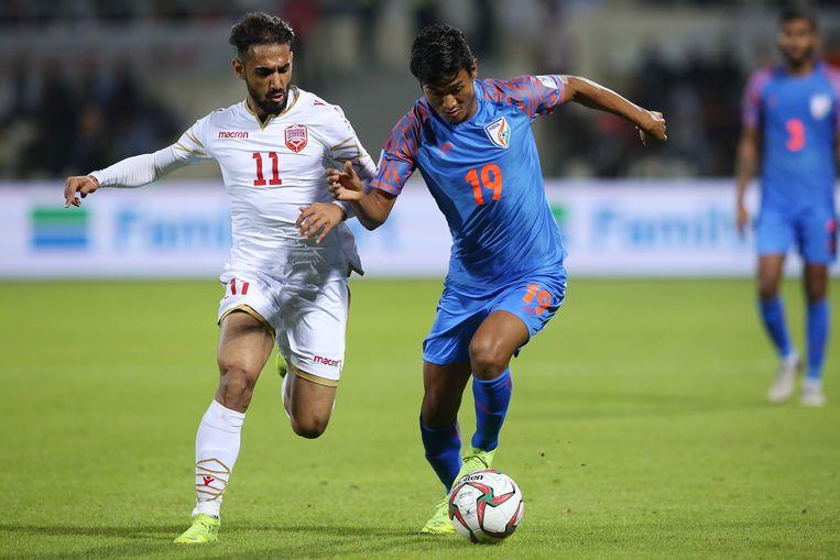 Ali Jaafar Madan (L) van Bahrain in duel met Hali Charan Narzary (R) van India.