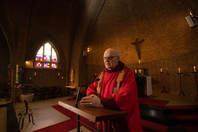 Theo van der Sman is pastoor bij drie parochies. In Zwolle, Dronten en (regio) Steenwijk.