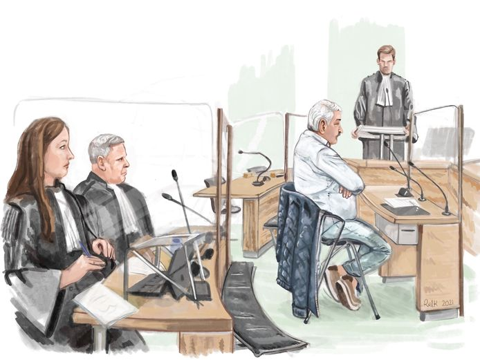 Rechtbanktekening van Gerard de K. Links zijn advocaten P. van Dongen en M. Smit.
