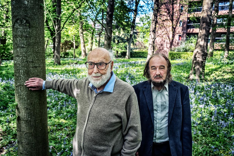 Nobelprijs-winnaar François Englert (l.) en CERN-expert Jean-Marie Frère. Englert: 'Tijd en ruimte zijn geen finale kennis.' Beeld Tim Dirven