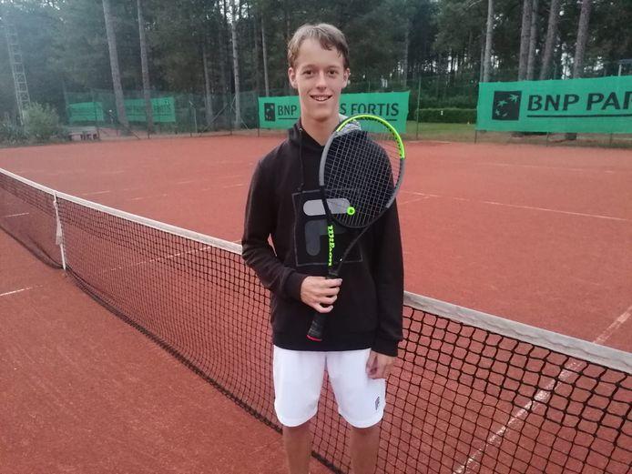 Niels Champagne kroonde zich op de banen van TC Lommelse tot gewestelijk kampioen bij de mannen 2.