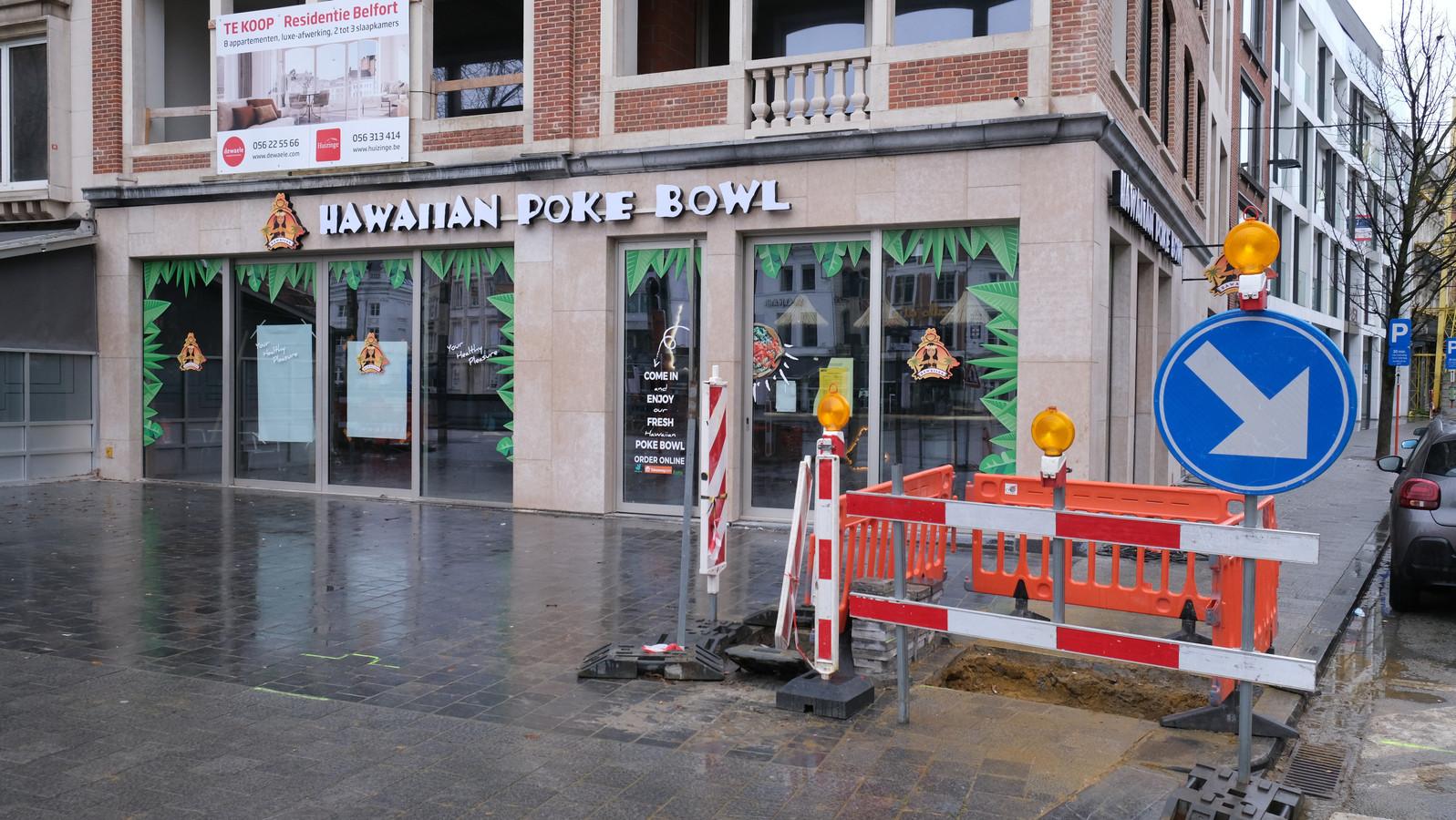 Hawaiian Poké Bowl zit op het gelijkvloers van residentie Belfort, op de hoek van de Grote Markt en Rijselsestraat