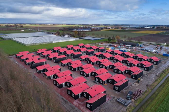 Het 'Polendorp' bij Luttelgeest. Uitzendbureau Level One biedt onderdak aan 300 arbeidsmigranten.