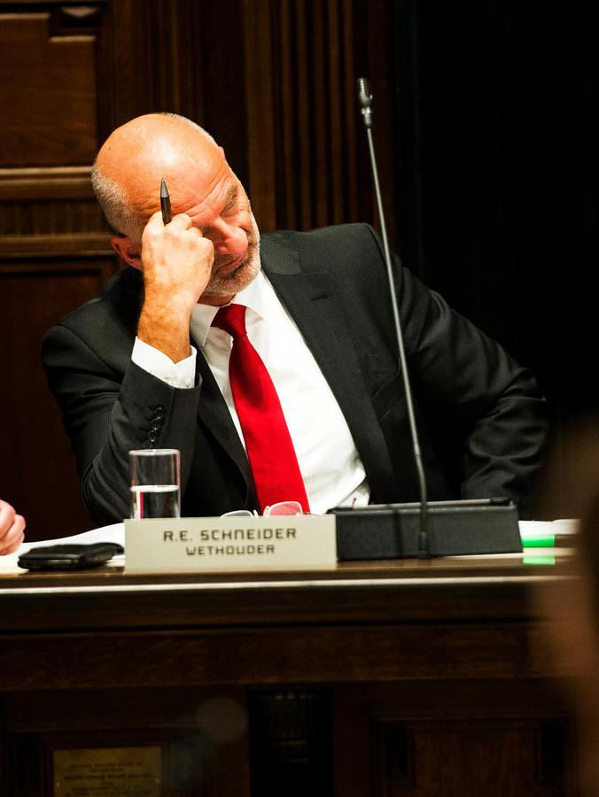 Wethouder Ronald Schneider tijdens het debat over het pand aan de Boompjes.