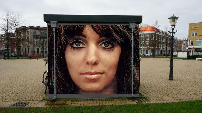Mariska Veres, zangeres van Shocking Blue, wordt vereeuwigd in Zeeheldenkwartier. Kunstenaar Marcello gaat een schildering maken die waarschijnlijk zal worden afgebeeld op het transformatiehuisje op het prins Hendrikplein