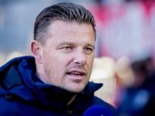 PEC Zwolle-fans betreden trainingsveld voor 'opbeurend praatje'