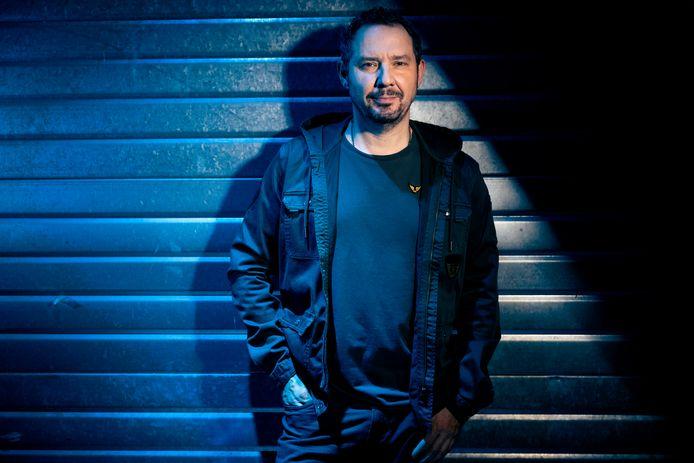 Axel Daeseleire neemt in 'Klopjacht' de rol van spelverdeler op zich, al had hij gerust ook zelf willen deelnemen.