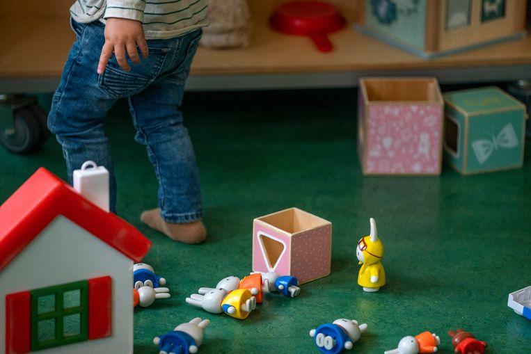 De SER adviseert om twee dagen per week toegankelijke kinderopvang voor alle jonge kinderen op te zetten. In de kinderopvangtoeslag komt de eis te vervallen dat ouders moeten werken Beeld ANP