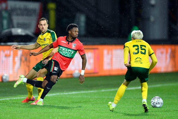 SITTARD, 02-10-2021, Dutch Eredivisie Football season 2021 / 2022 Fortuna Sittard Stadium. Fortuna Sittard - NEC.  Fortuna player Mats Seuntjens and NEC player Jonathan Okita