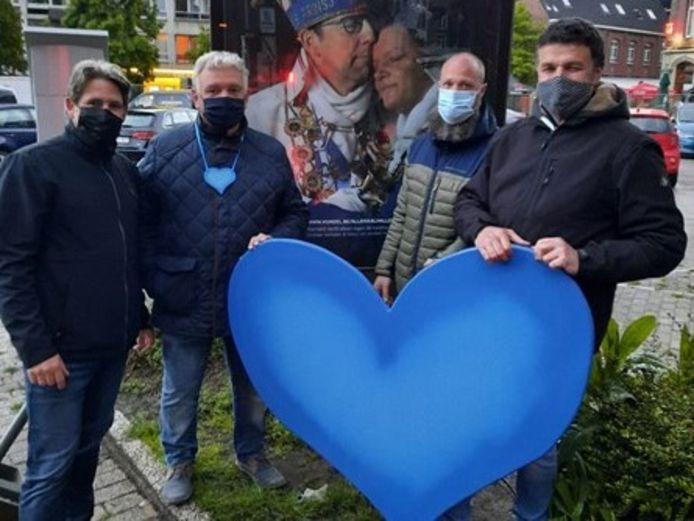 Ronny De Facteur, Danny Sluys, Marc Flament en Ben Vanhoorebeek zijn blij dat er zoveel geld werd opgehaald met acties en giften.