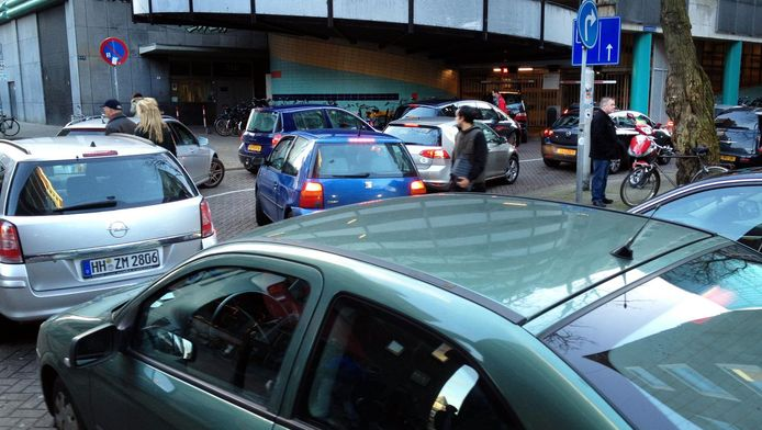 Continu rondjes rijden op zoek naar een parkeerplek moet verleden tijd zijn, dankzij de parkeersensoren.