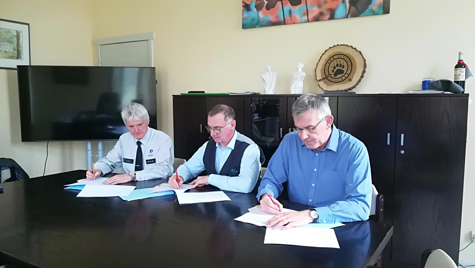 BIN-netwerk Neervelp vlnr: korpschef Walter Vranckx, BIN-coördinator Yves Vanhoebroek en burgemeester Chris Vervliet.