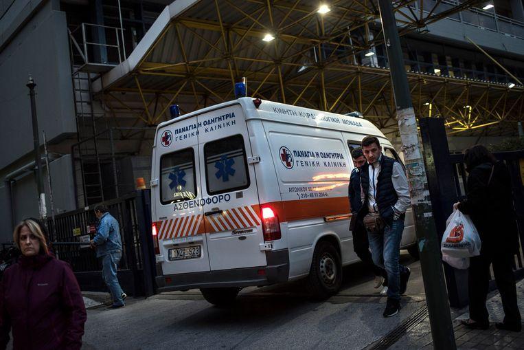 Door bezuinigingen, belastingverhoging en werkloosheid kunnen veel Grieken geen zorgverzekering betalen. Beeld AFP