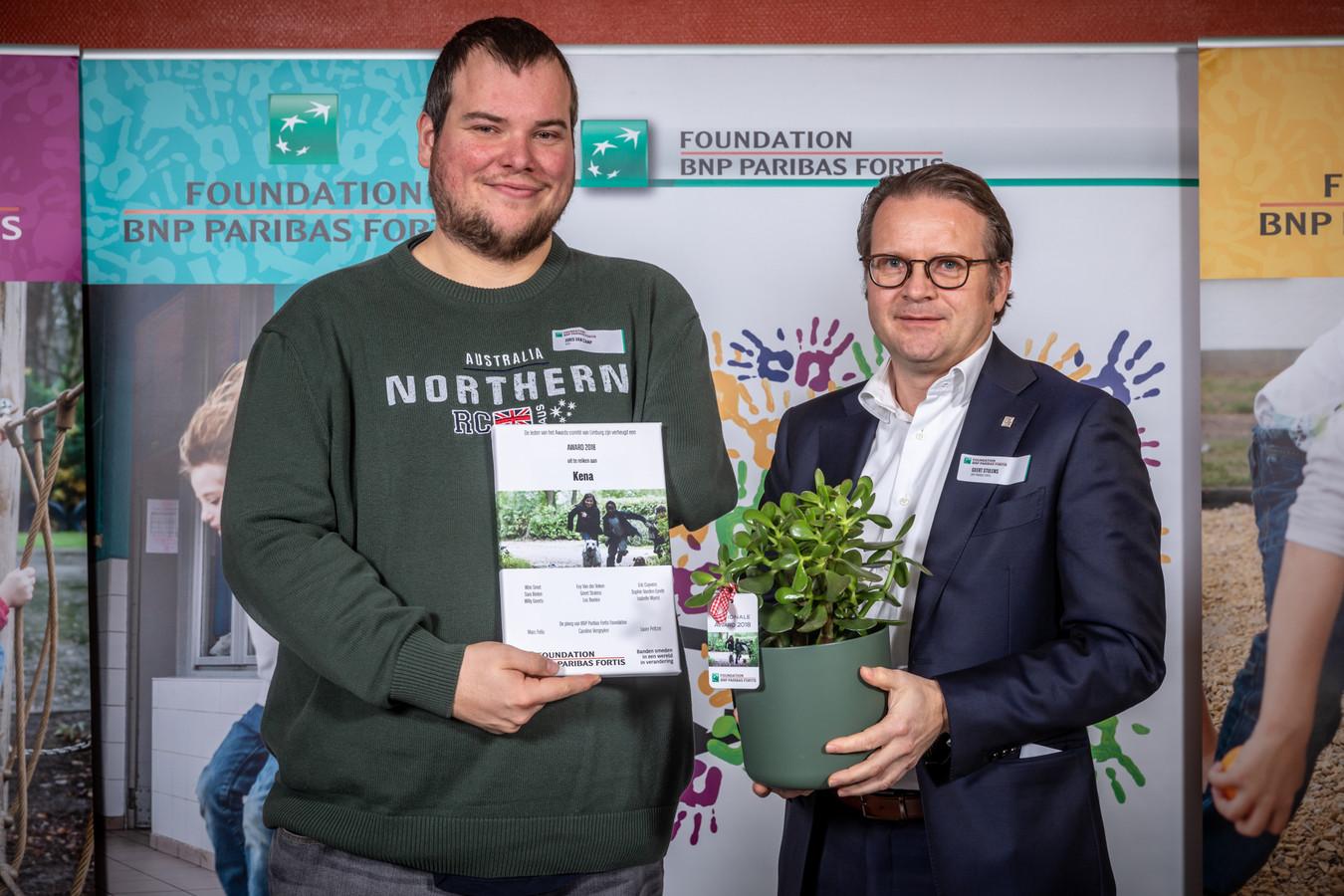 """Kena uit Dilsen-Stokkem voor het project """"Accommodatie, sport- en spelmateriaal voor jongeren met verschillende achtergronden"""" ontving 5.500 euro steun."""