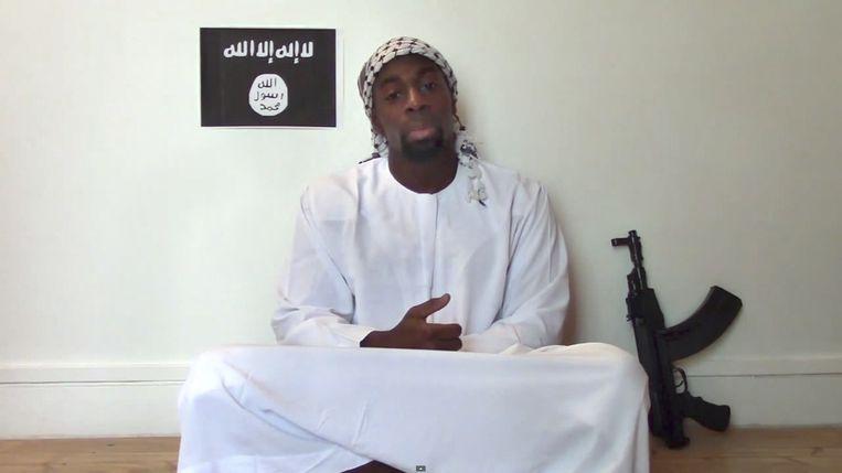 Terrorist Amedy Coulibaly in een door hem opgenomen video. Hij werd gedood bij de bestorming van de supermarkt.  Beeld AP