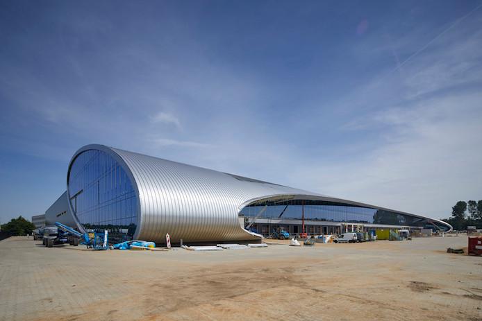 Het distributiecentrum van Rhenus aan de A58, bijgenaamd The Tube.