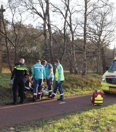 Twee mannen gewond na harde uitglijder met scooter in Hierden