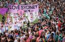 Quelque 36.000 spectateurs étaient réunis dans l'enceinte du grand stade de Sydney pour assister à la parade de quelque 5.000 fêtards formant un cortège haut en couleur et fort en musique.
