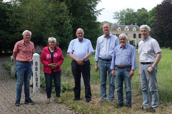 Het genootschap tijdens een bezoek aan Olde. Vlnr: Leo van Dijk, Gerda Stokreef-Braakman, Willem Ouweneel, René Nijhof, Arend Heideman, Tonny Roeterdink
