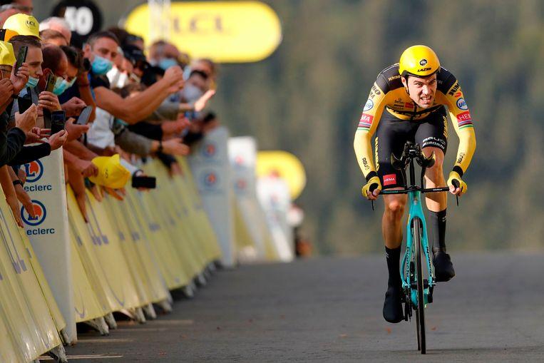 Dumoulin finisht tijdens de verplaatste Tour de France in september 2020. Beeld AFP