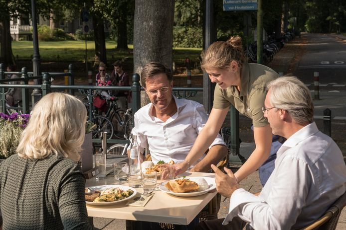 Mark Rutte prikt vaker een vorkje weg in Baarn, zoals hier een paar jaar geleden.