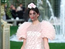 16-jarige dochter Cindy Crawford maakt debuut op catwalk modeweek Parijs