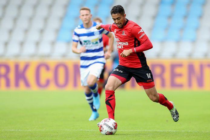 Karim Loukili maakte indruk in de voorbereiding bij Helmond Sport en heeft voor 1 seizoen getekend.