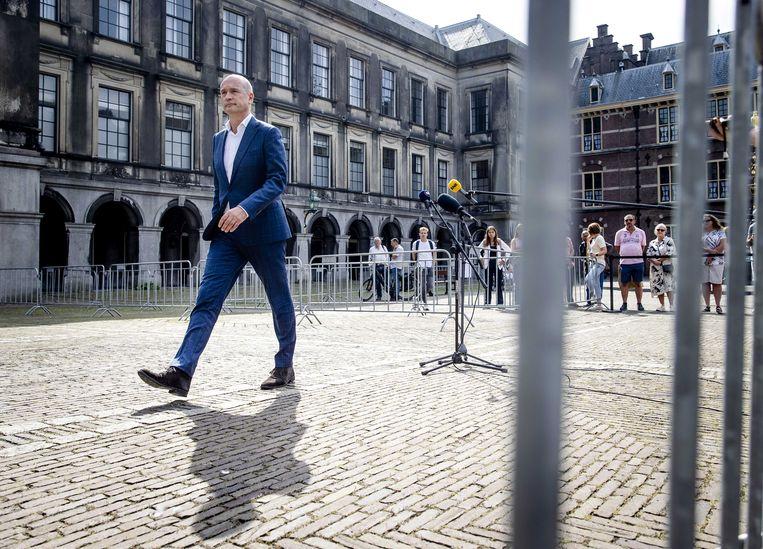 Gert-Jan Segers (ChristenUnie) staat de pers te woord op het Binnenhof na afloop van een gesprek met informateur Johan Remkes over de kabinetsformatie. Beeld ANP
