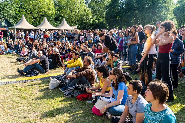 Het normaal gratis toegankelijke Roots Open Air kan dit jaar maar 4500 bezoekers toelaten, in plaats van 20.000. Een kaartje kost nu 7,50 euro. Beeld Rien de Jager