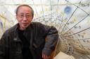 Kunstenaar Huang Yong Ping tijdens een atelierbezoek voor zijn kunstwerk Ling Zhi Helicopters dat begin oktober in Ypenburg wordt onthuld.