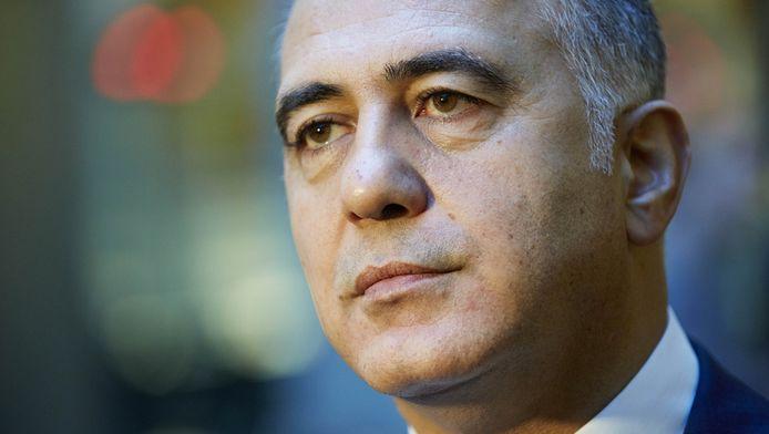 De Rotterdamse wethouder Hamit Karakus (PvdA, stedelijke economie) vindt de aanpak tegen malafide uitzendbureaus tekort schieten.
