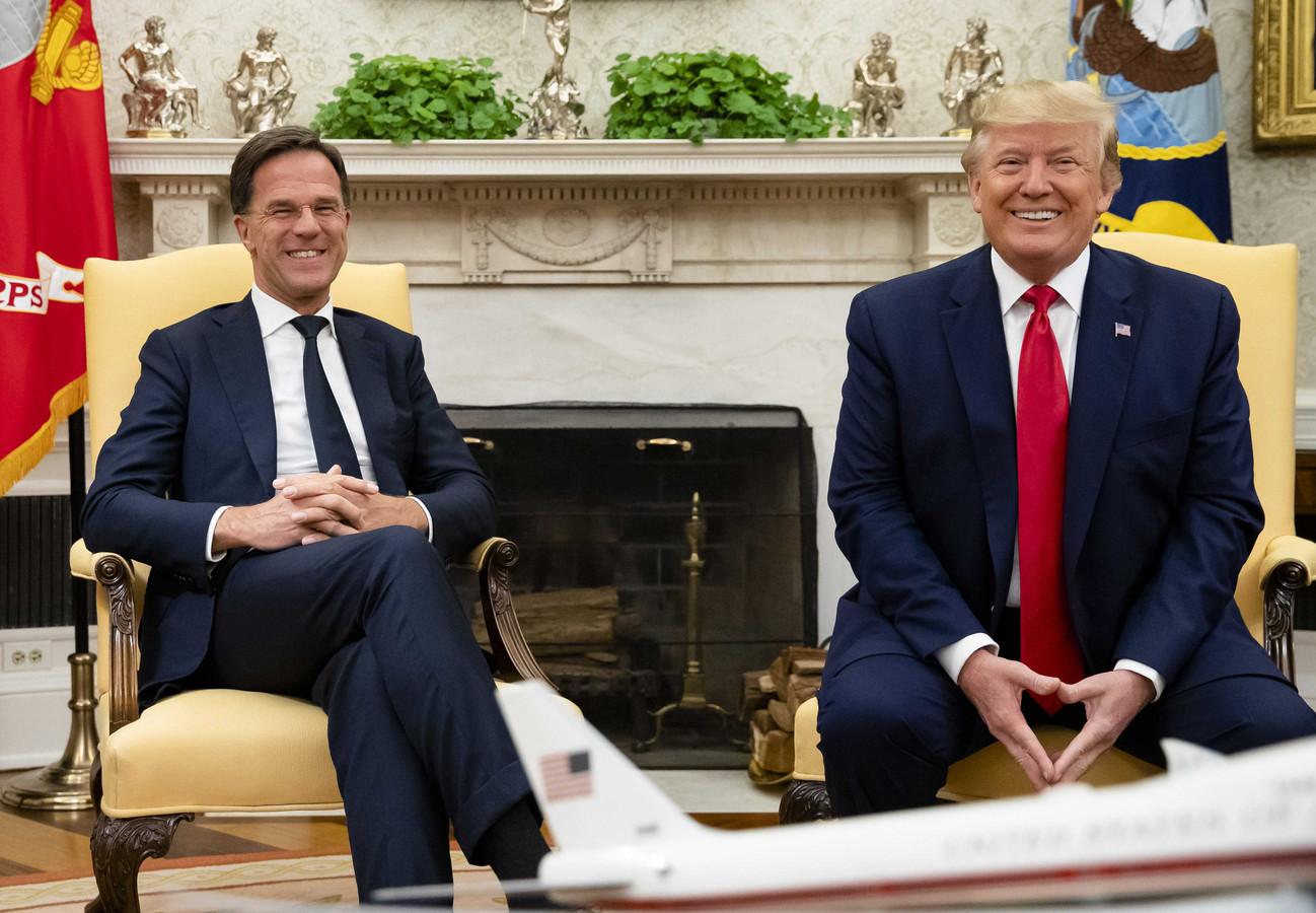 Minister-president Mark Rutte ontmoet de Amerikaanse president Donald Trump in de Oval Office van het Witte Huis.