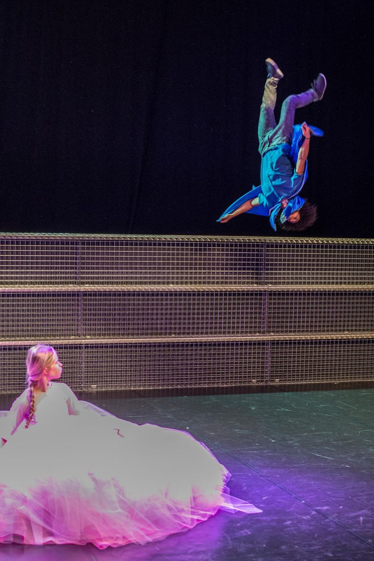 Mees Borgman en Jefta Tanate in Liefde van MAAS Theater/Dans. Beeld Guido Bosua