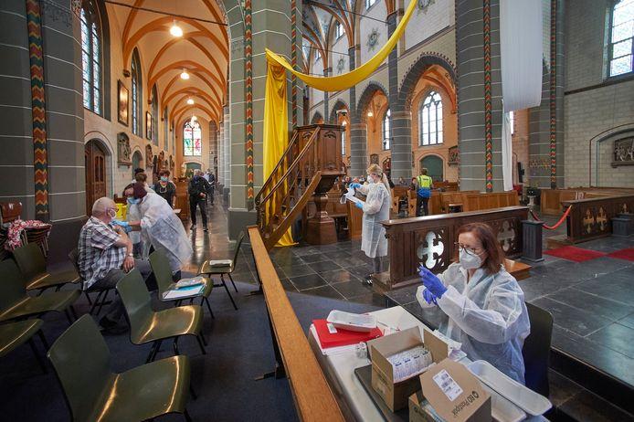 Vaccineren tegen corona in de Geffense kerk.  Fotograaf: Van Assendelft/Jeroen Appels