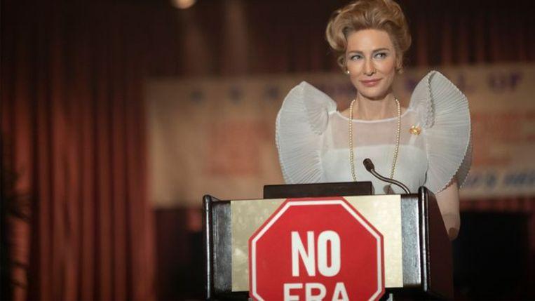 Cate Blanchett  als de conservatieve Phyllis Schlafly in Mrs. America. Beeld Ziggo
