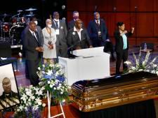 Emotionele herdenking George Floyd: 'Haal jullie knie van onze nekken!'