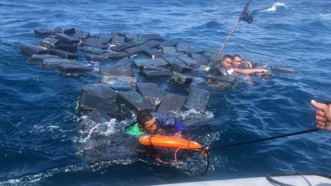 Drenkelingen dobberen urenlang op zee met meer dan 1.000 kilo cocaïne