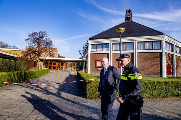 Martijn Vroom nam dinsdag poolshoogte bij de Mieraskerk en sprak met vertegenwoordigers van deze veelbesproken kerk in Krimpen aan den IJssel.
