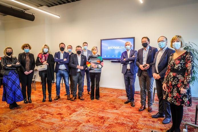 Burgemeester Dirk De fauw, schepen Pablo Annys, minister Hilde Crevits en de andere initiatiefnemers van Brugge.inc.
