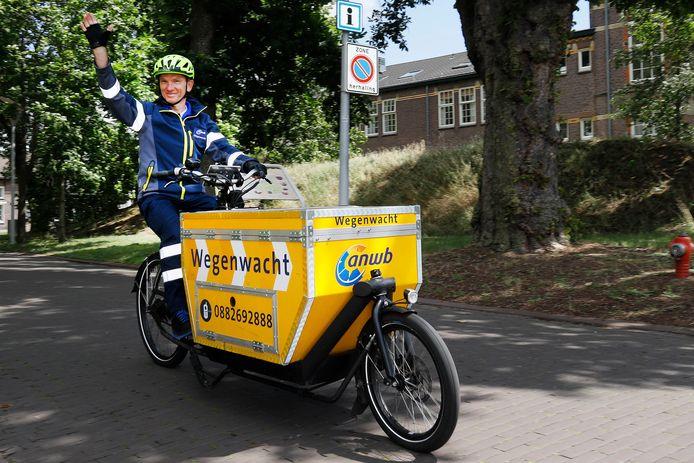 De ANWB Wegenwacht begint deze maand met de inzet van wegenwachten op de fiets in het centrum van Nijmegen.