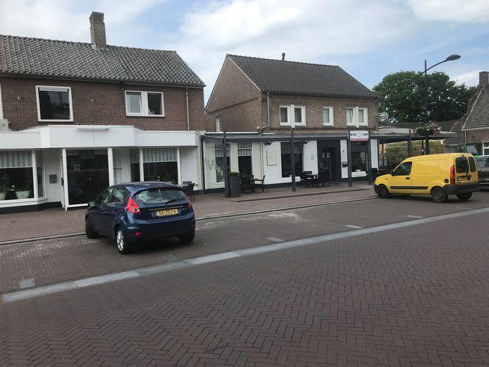 Eethuis van Son (links) en cafetaria 't Durp (r) in Schaijk krijgen per 1 september een nieuwe eigenaar