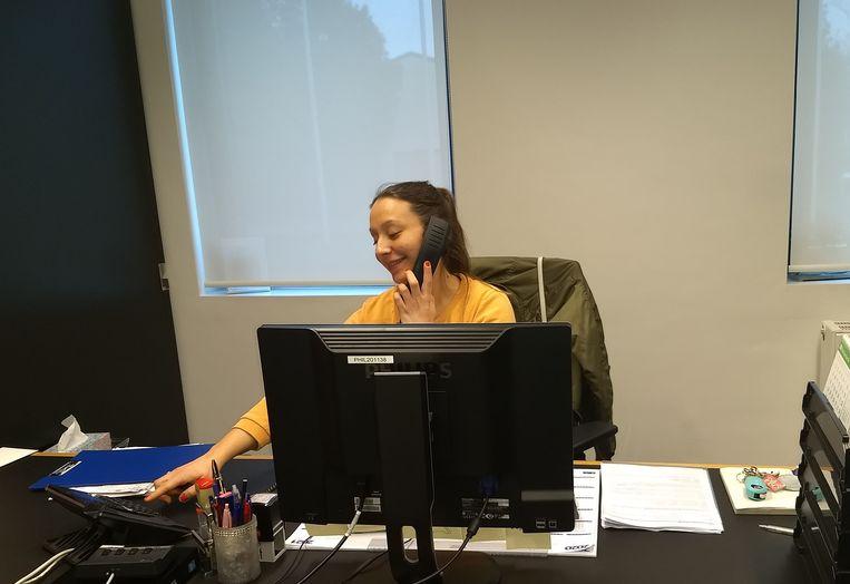 Lisa van de gemeente Maldegem aan de telefoon.