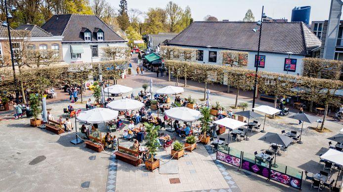 28-04-2021 | WIJCHEN | Terrassen in Wijchen zijn om 12.00 uur ook weer open gegaan!  | dgfoto | editie Maas en Waal foto Eveline van Elk